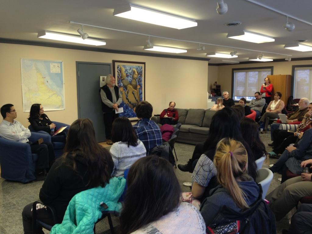Isabella Pain, sous-ministre du secrétariat du Nunatsiavut et membre de l'équipe de négociation au moment de la signature de l'Accord, pendant une présentation là Nain le 2 décembre dernier.